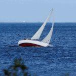 Segelyacht hrt am Wind leuchtturm Bulk Strande