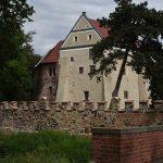 Wasserburg roßlau mit Burgmauern
